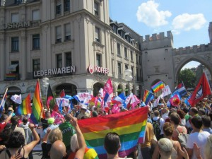 Gegendemonstration gegen homophobe Klerikalfaschisten