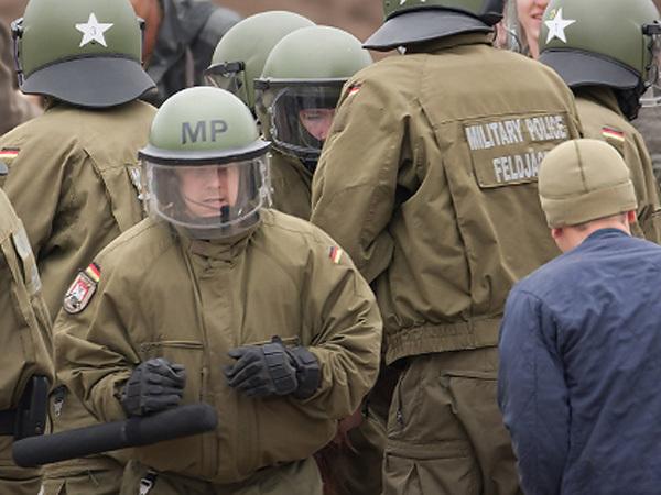 BRD Armee übt Einsatz gegen Zivilisten