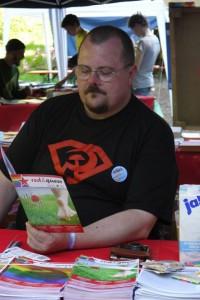 Thomas Knecht ist Mitglied der kollektiven Leitung von DKP queer
