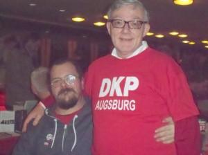 Am Stand von DKP queer auf der internationalen Rosa-Luxemburg-Konferenz
